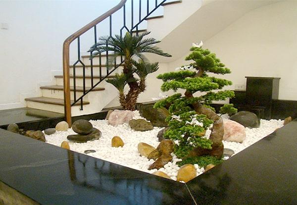 Vị trí đặt cây cảnh, hòn non bộ, màu sắc....đều mang đến phong thủy tốt cho gia chủ, nếu biết cách trang trí phù hợp
